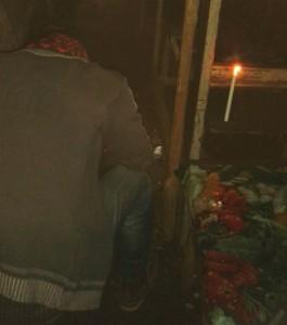 Eclairage à la bougie pendant un délestage à Conakry en Guinée. (Crédit photo : Nabé)