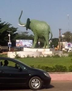 Monument du Syli, emblème de la Guinée. Rond point du quartier de Belle-vue - Conakry