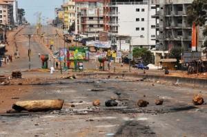 Traces de violences au rond-point de Bambeto - Guinée (Source KabaBachir)